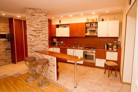 Сдается 3-комнатная квартира посуточнов Энгельсе, Большая Затонская улица 19/21.