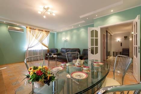 Сдается 2-комнатная квартира посуточно в Самаре, Комсомольская улица, 5.