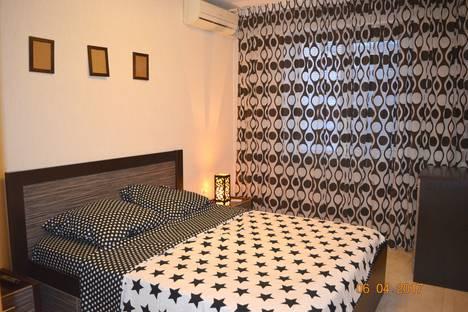 Сдается 2-комнатная квартира посуточно в Челябинске, улица Братьев Кашириных, 105.