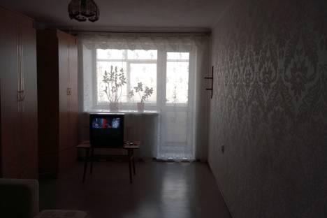 Сдается 1-комнатная квартира посуточнов Омске, Иртышская Набережная улица дом 21.
