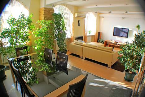 Сдается 2-комнатная квартира посуточнов Омске, улица Фрунзе 72/1.