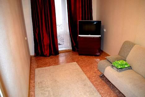 Сдается 1-комнатная квартира посуточно в Красноярске, улица Александра Матросова, 25.