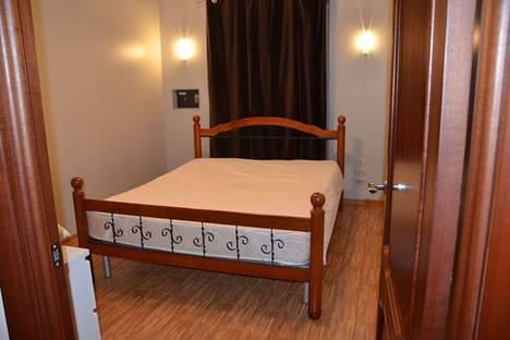 Сдается 2-комнатная квартира посуточно в Череповце, улица Набережная, 29.
