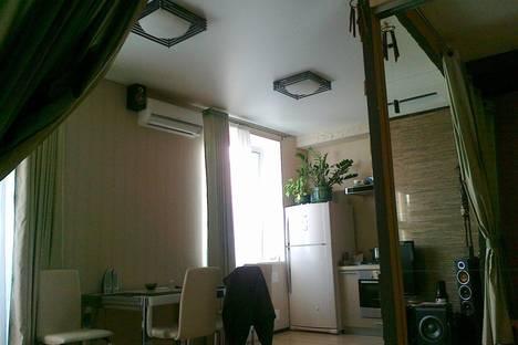 Сдается 1-комнатная квартира посуточно в Новокуйбышевске, улица Свердлова, 18.