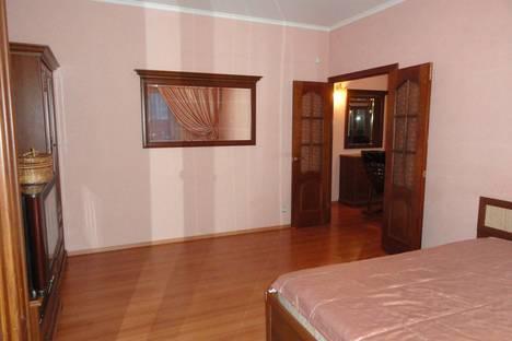 Сдается 2-комнатная квартира посуточнов Сургуте, ул. Показаньева, 12.