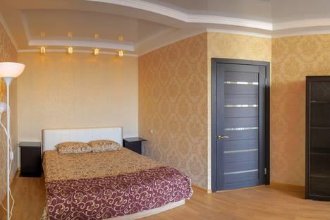 Сдается 2-комнатная квартира посуточно, улица Революции, 3.