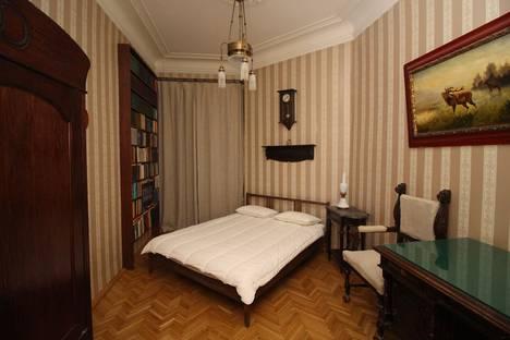 Сдается 3-комнатная квартира посуточно в Санкт-Петербурге, улица Ленина, 8.