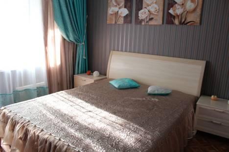 Сдается 3-комнатная квартира посуточно в Казани, ул. Адоратского, 58.