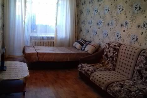 Сдается 1-комнатная квартира посуточнов Кургане, КАРБЫШЕВА 4.