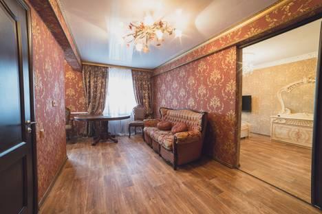 Сдается 2-комнатная квартира посуточно, улица Савушкина, 11.