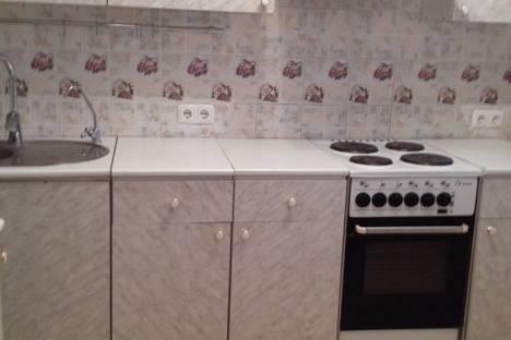 Сдается 3-комнатная квартира посуточно в Тюмени, улица Мельникайте, 100А.