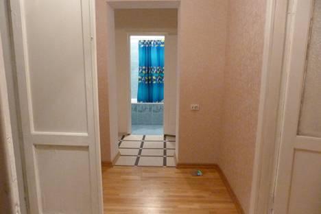 Сдается 2-комнатная квартира посуточно в Кисловодске, ул. Куйбышева, 4.