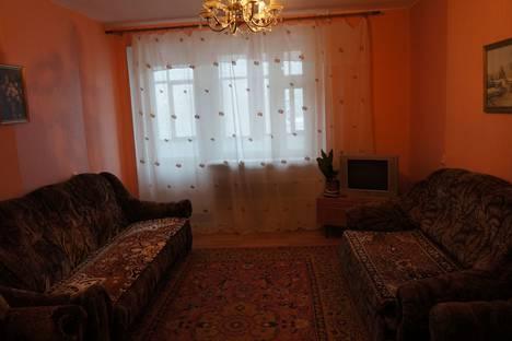 Сдается 2-комнатная квартира посуточнов Тюмени, улица Федюнинского, 11А.