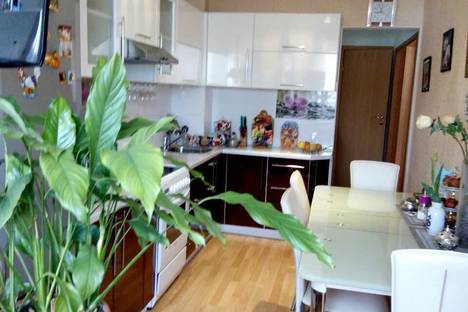 Сдается 2-комнатная квартира посуточно в Партените, ул. Партенитская,9 12этаж.