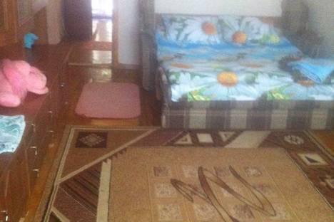 Сдается 2-комнатная квартира посуточно в Гаспре, улица Маратовская 61.