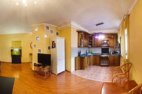 Сдается 4-комнатная квартира посуточно в Казани, Чехова 51.