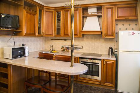 Сдается 2-комнатная квартира посуточно в Красноярске, Взлетная 24 А.