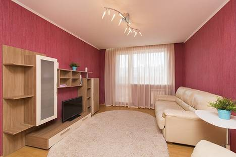 Сдается 2-комнатная квартира посуточнов Екатеринбурге, улица Академика Шварца 18/2.