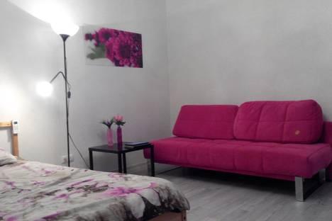 Сдается 2-комнатная квартира посуточно в Твери, Ул.Склизкова 44.