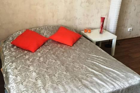 Сдается 1-комнатная квартира посуточнов Новосибирске, улица Сухарная, 96.