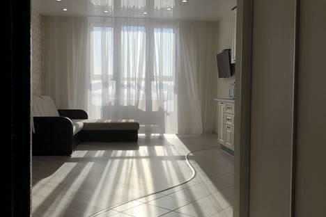 Сдается 2-комнатная квартира посуточно в Сургуте, улица Мелик-Карамова 4.