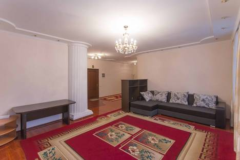 Сдается 2-комнатная квартира посуточно в Астане, Кунаева 14/2.