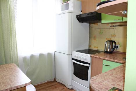 Сдается 3-комнатная квартира посуточно в Барнауле, ул. Чкалова, 23/30.