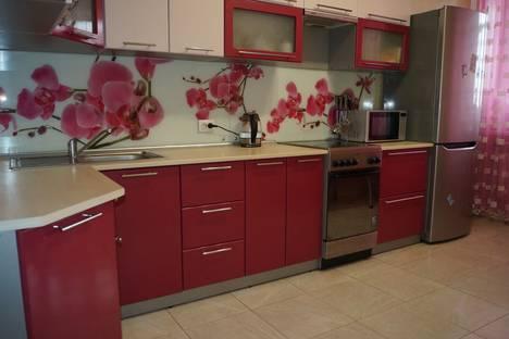 Сдается 2-комнатная квартира посуточно в Абакане, улица Стофато 5д.