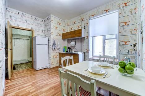 Сдается 2-комнатная квартира посуточно в Санкт-Петербурге, улица Чайковского, 50.