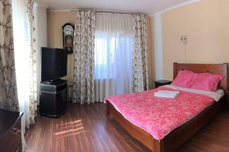 Сдается 2-комнатная квартира посуточнов Тюмени, улица 50 лет ВЛКСМ 15.