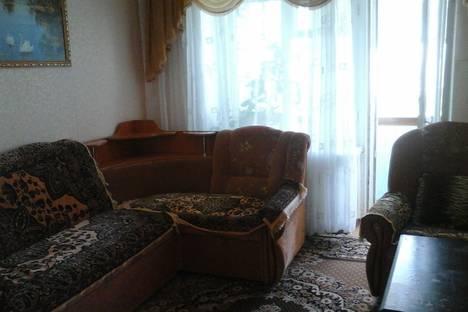 Сдается 3-комнатная квартира посуточно в Яровом, квартал Б дом 26.