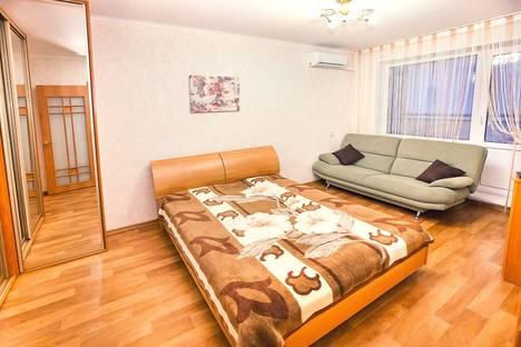 Сдается 1-комнатная квартира посуточно в Тольятти, улица Льва Яшина, дом 10.