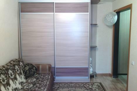 Сдается 1-комнатная квартира посуточно в Яровом, кв Б, дом 3.