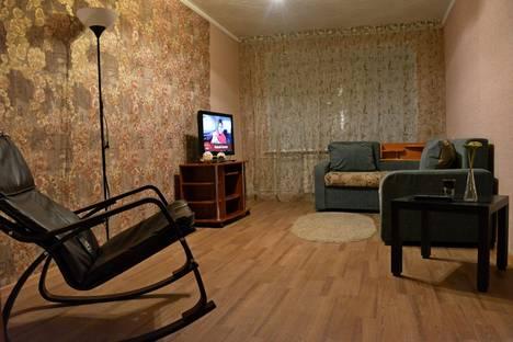 Сдается 2-комнатная квартира посуточно в Яровом, квартал Б дом 34.