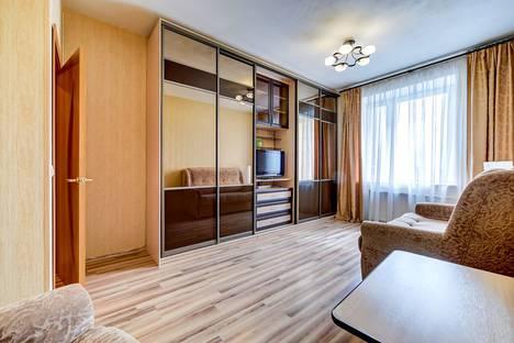 Сдается 1-комнатная квартира посуточно в Санкт-Петербурге, пр. Славы д52 к1.