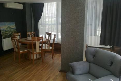 Сдается 3-комнатная квартира посуточно в Баку, Fikret Amirov 2.