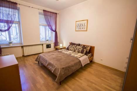 Сдается 1-комнатная квартира посуточнов Санкт-Петербурге, набережная реки Мойки, 27.