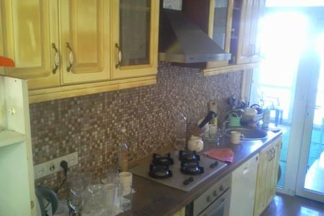 Сдается 2-комнатная квартира посуточно в Баку, ул. Сулеймана Рустама 20.