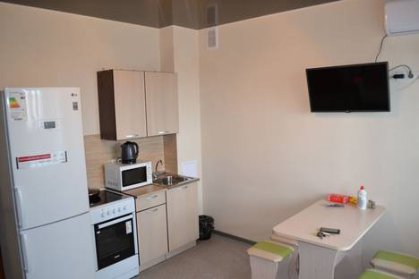 Сдается 2-комнатная квартира посуточно в Волжском, улица Мира, 142.