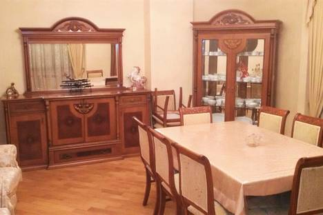 Сдается 3-комнатная квартира посуточнов Баку, улица Диляра Алиева 250.