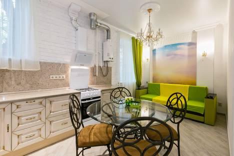 Сдается 4-комнатная квартира посуточнов Лобне, 1-я Брестская улица, 40.
