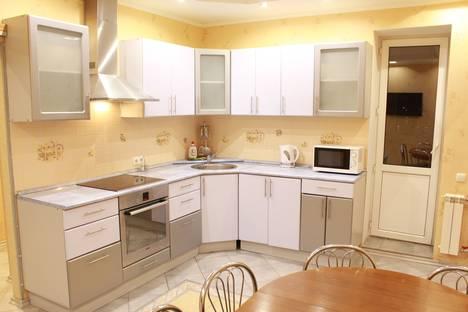 Сдается 2-комнатная квартира посуточнов Екатеринбурге, улица Куйбышева, 80/1.