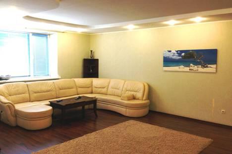 Сдается 3-комнатная квартира посуточно в Старом Осколе, мкр.Степной 8.
