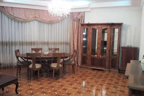 Сдается 3-комнатная квартира посуточнов Баку, Улица Рашида Бейбутова 55.