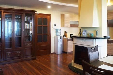 Сдается 1-комнатная квартира посуточно в Биробиджане, ул. Ленина, 4.
