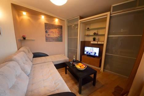 Сдается 2-комнатная квартира посуточнов Кстове, улица Ильинская д.37.