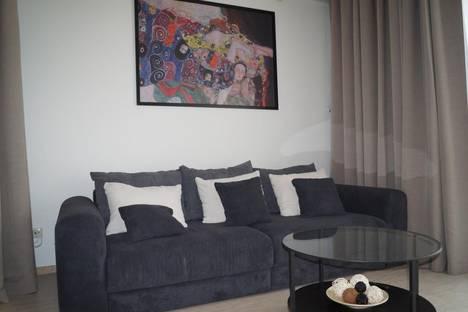 Сдается 1-комнатная квартира посуточнов Сочи, улица Парусная, 15.