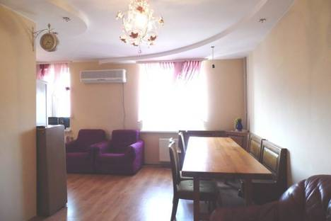 Сдается 4-комнатная квартира посуточно в Феодосии, Куйбышева, 40.