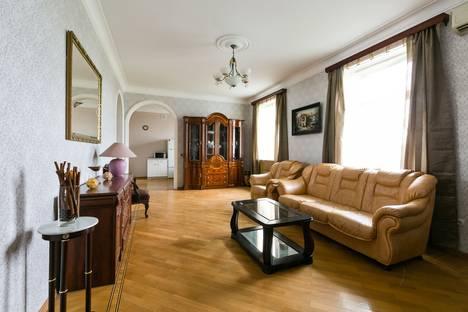 Сдается 4-комнатная квартира посуточнов Лобне, Ленинградский пр., 1.