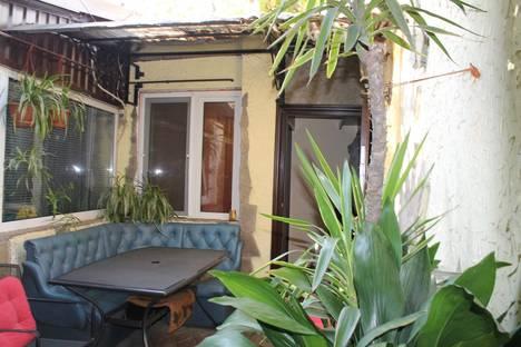 Сдается 2-комнатная квартира посуточно в Ялте, 40 ул. Киевская.